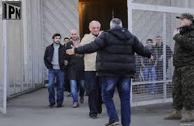 prisoners leaving jail